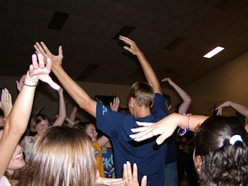 youth praising the Lord